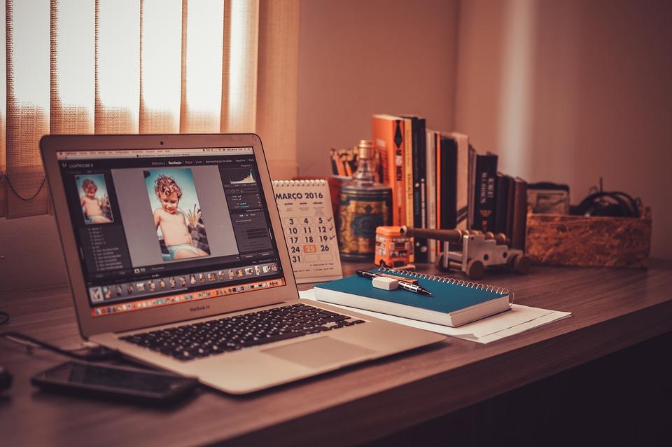avantages à travailler avec un freelance maman entrepreneuse