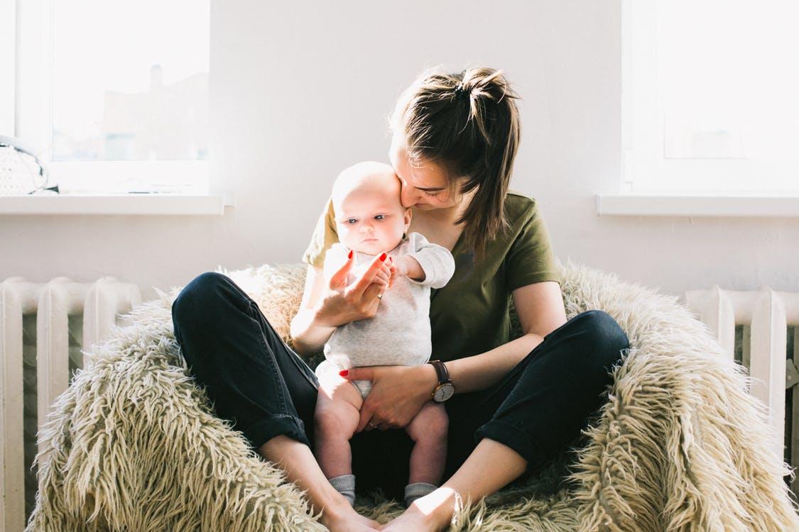 Peut-on créer sa boîte pendant son congé maternité ?